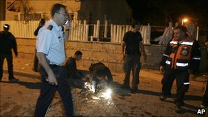 Officials inspect the scene of the rocket attack on Beersheba, Israel (23 Feb 2011)