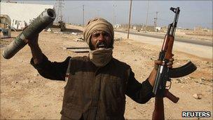 Protester with a machine gun in Tobruk, Libya (22 Feb 2011)
