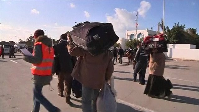 People at Libya-Tunisia border