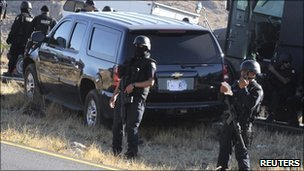 A US Immigration and Customs Enforcement vehicle is seen next to Mexican federal police officers near San Luis Potosi, 15 February 2011