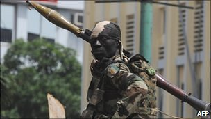 An Ivory Coast's soldier stands guard in Abidjan - February 2011