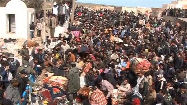 A huge crowd of refugees