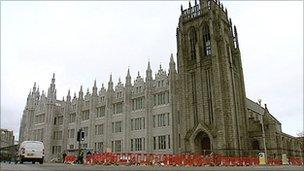 Marischal College and Greyfriars John Knox Church