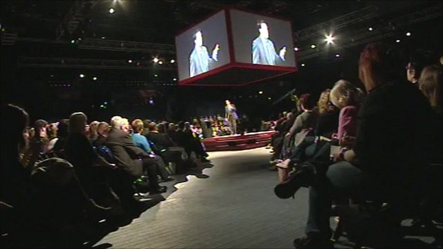 Ed Miliband addressing audience in Nottingham