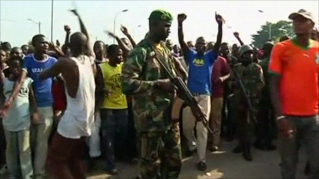 Crowds gather in Abidjan