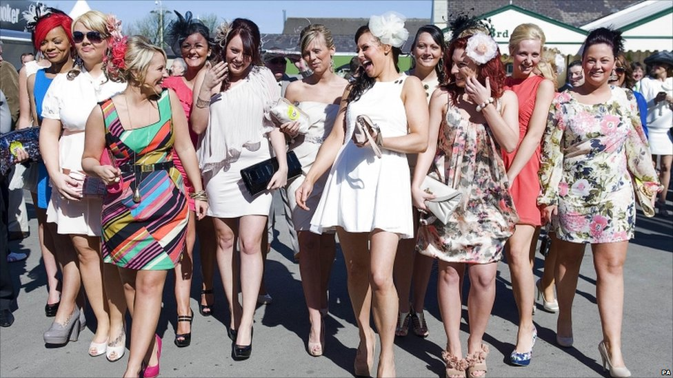 Bbc News In Pictures Grand National Ladies Day In Liverpool