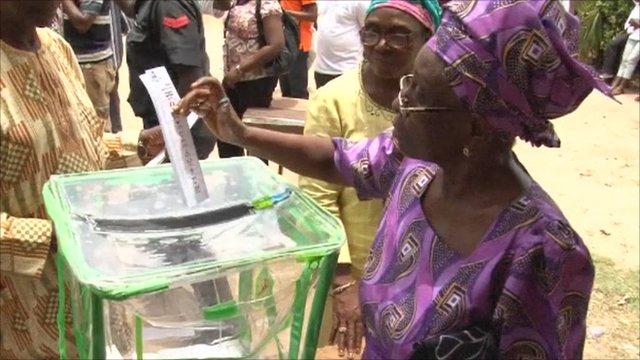 Woman casts vote in Nigeria