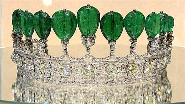 Emerald and diamond tiara