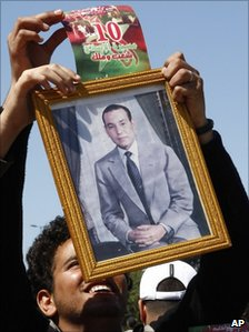 Man holding portrait of King Mohamed VI