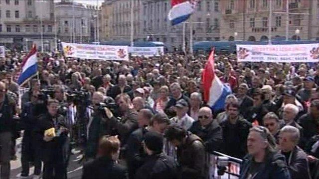 Crowds gather in Zagreb