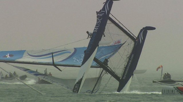 The Wave, Muscat capsizes in China