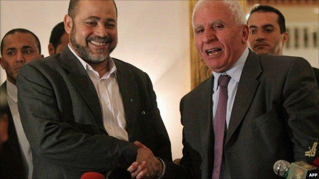 Fatah chief Azzam al-Ahmed (r) shakes hands with Hamas deputy leader Mussa Abu Marzuq