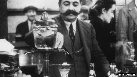 25th March 1939: A French publican in London, Victor Berlemont, preparing a drink of absinthe