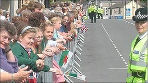 Royal watchers in Mold in 2003