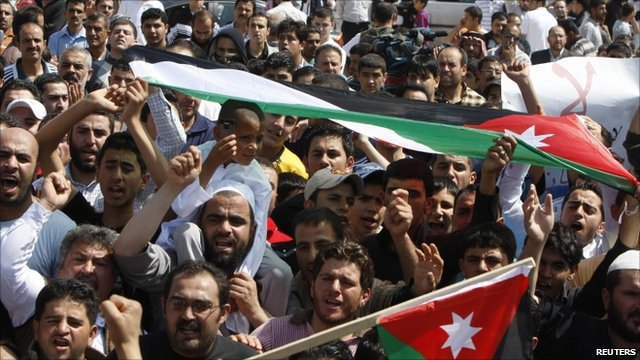 Jordanians protest on the Syrian border in solidarity with the people of Deraa