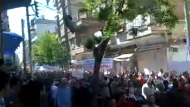Thousands marching through Homs