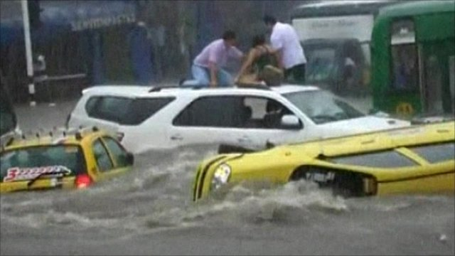 Cars swept away in Colombia floods