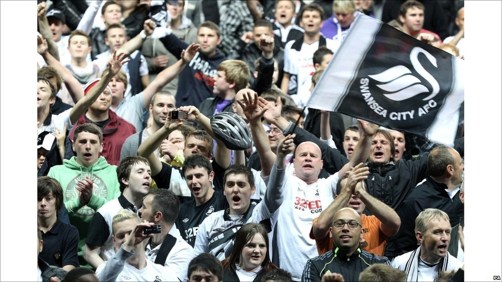 BBC News - In pictures: Swansea City fans celebrate play-off win