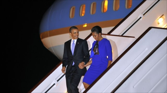 US President Barack Obama and First Lady Michelle Obama disembark from Air Force One at Stansted airport