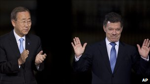 Ban Ki-Moon and Juan Manuel Santos at the signing ceremony, Bogota, Colombia, June 10 2011