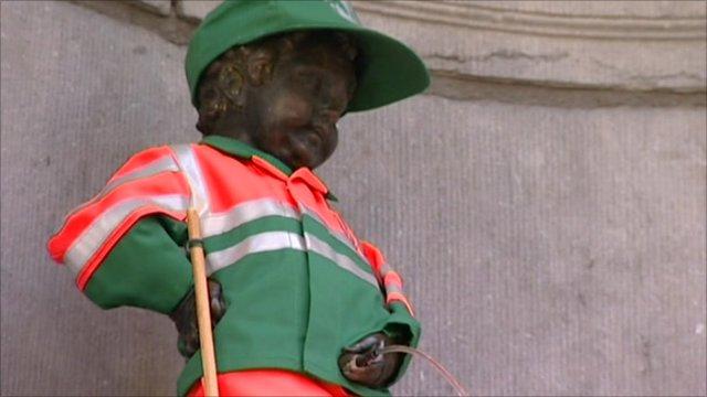 Manneken Pis dressed in volunteering colours