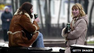 Women drinking beer in a snowy Moscow park