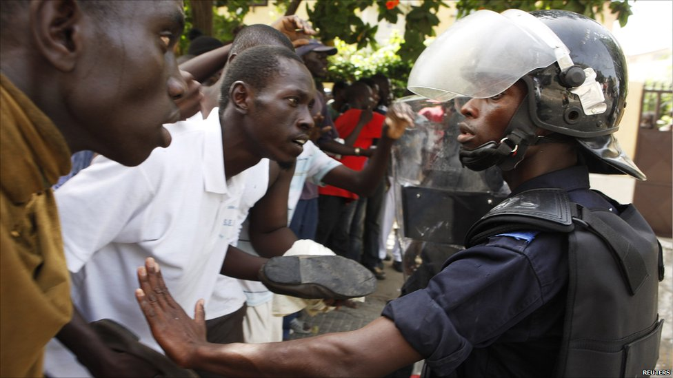 BBC News - In pictures: Clashes in Senegal