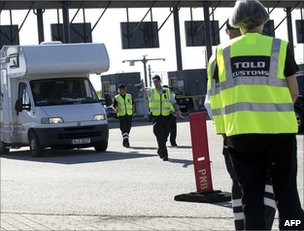 Danish customs officers at work on the Oeresund sea bridge with Sweden, 5 July