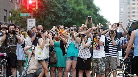 A crowd of photographers (pic: Mario Tama)