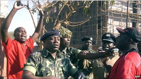 Policemen clash with leaders of the anti-government protest in Lilongwe on July 20, 2011.