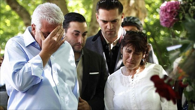 Father Mitch Winehouse, brother Alex, former boyfriend Reg Traviss and mother Janis look at tributes