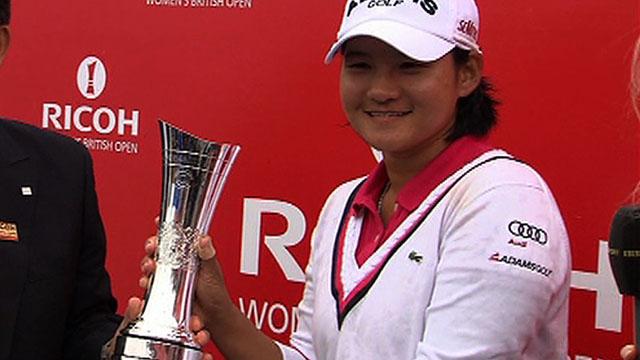 Yani Tseng with the Women's British Open trophy