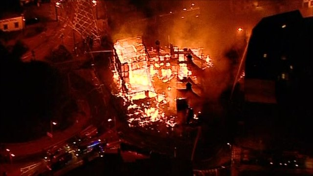 Furniture store burnt out in Croydon