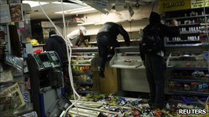 Looters in a convenience store in Hackney