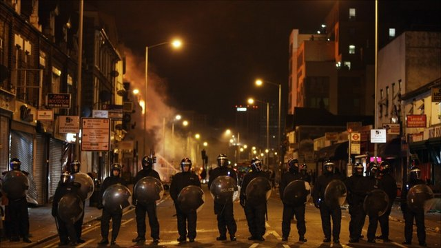 Riot police in Croydon on 9 August 2011