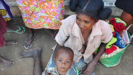 A woman and her child in Madagascar (archive shot)