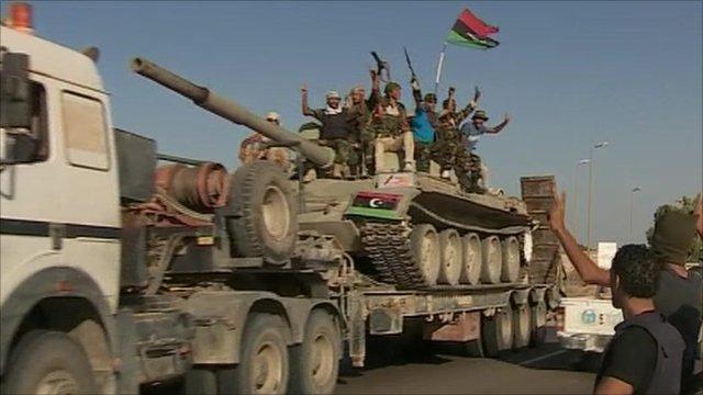 Rebels on tank pushing on towards Sirte