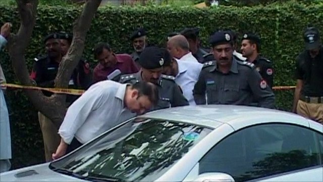 Pakistani officials inspect Shahbaz Taseer's car