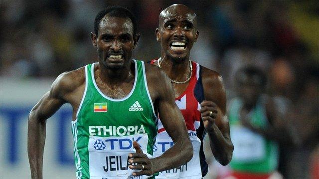 Ethiopia's Ibrahim Jeilan runs ahead of Britain's Mohammed Farah