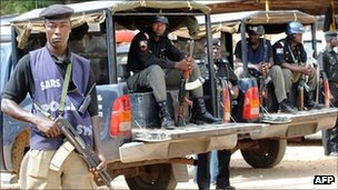 Policemen stand guard at the police headquarters in Jos  (March 2010)