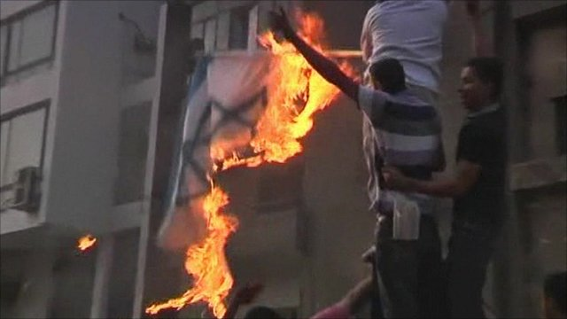 Protesters burn Israeli flag in Cairo
