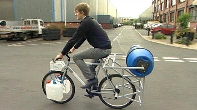 Bike Washing Machine >> Bbc News Sheffield Inventor S Bicycle Powered Washing Machine