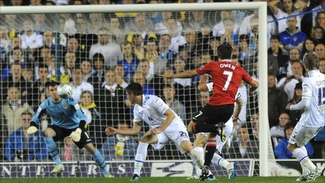Michael Owen scores fpr Man Utd