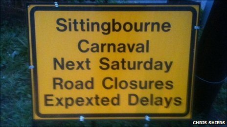 Signs warning motorists about 'Carnaval' traffic delays
