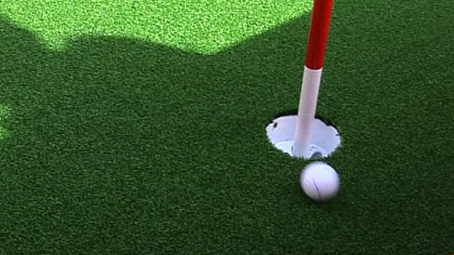 Rory McIlroy's ten-foot putt misses the hole