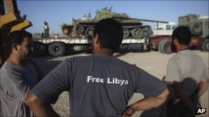 Former rebel fighters next to a tank in southern Libya, 21 September 2011
