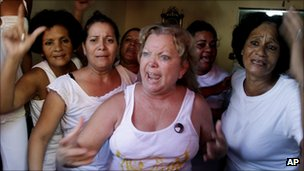 Laura Pollan and other members of the 'Ladies in White' react to pro-government demonstrators