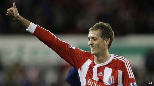 Stoke City's Peter Crouch gives a thumbs-up to supporters after his team's 1-1 draw against Manchester United in their English Premier League game last Saturday.