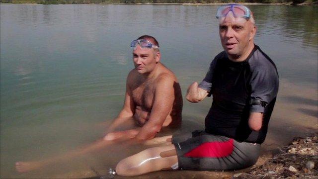 Philippe Croizon and his friend Arnaud