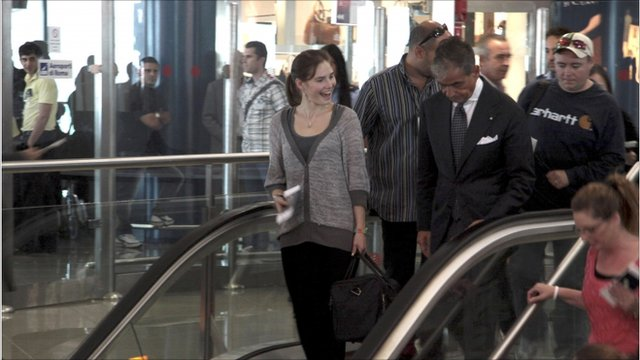 Amanda Knox on escalator